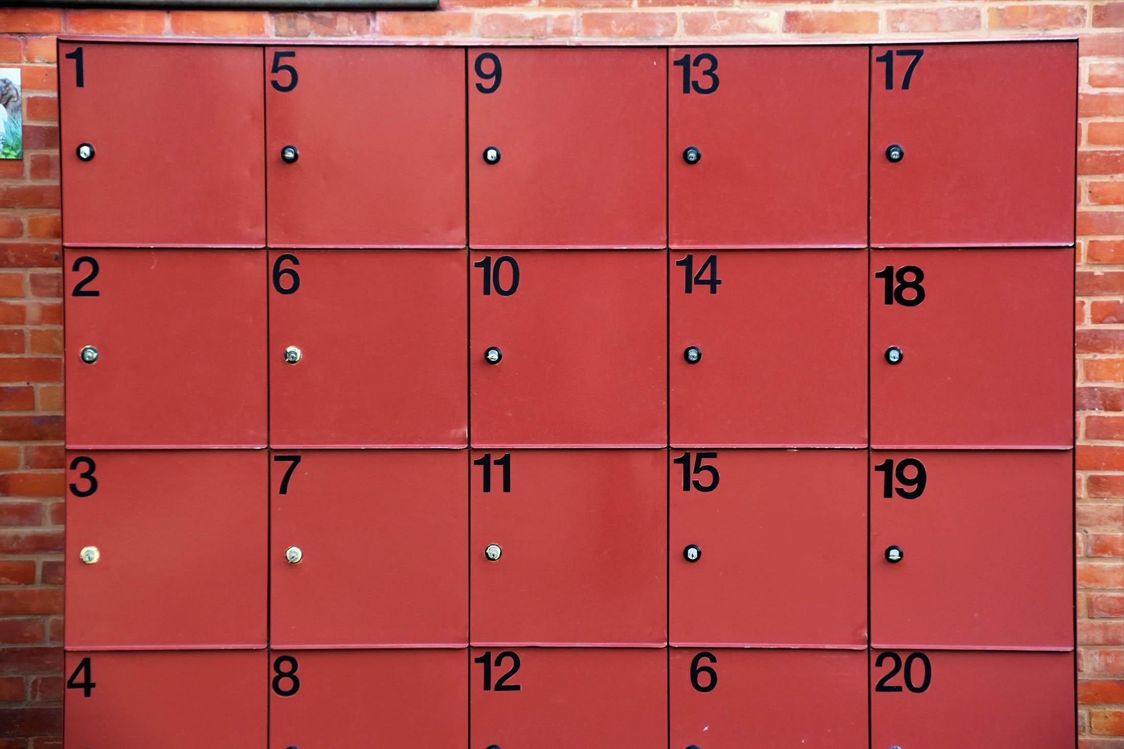 locker red